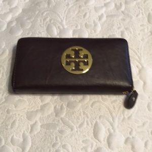 Handbags - VGC Non Authentic Tory Burch Zipper Wallet
